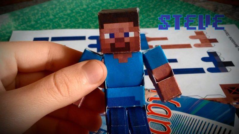 Бумажный Стив из майнкрафта