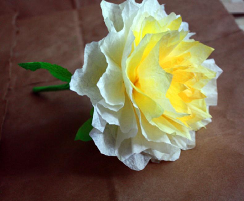 Цветок из кофейных фильтров